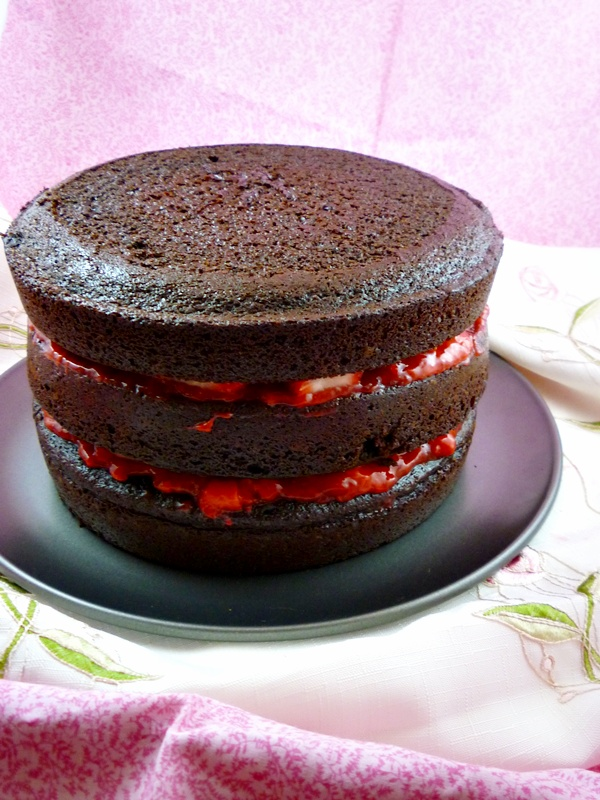 Cake With Chocolate Ganache And Strawberry Filling : Three-Layer Strawberry-Filled Chocolate Cake A Full ...